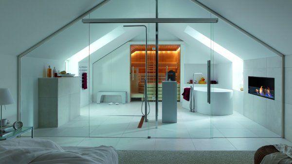 Une salle de bains dans une cage de verre