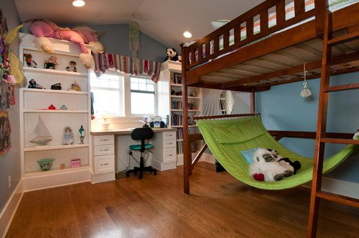 Bunk bed with a hammock, this is awesome!
