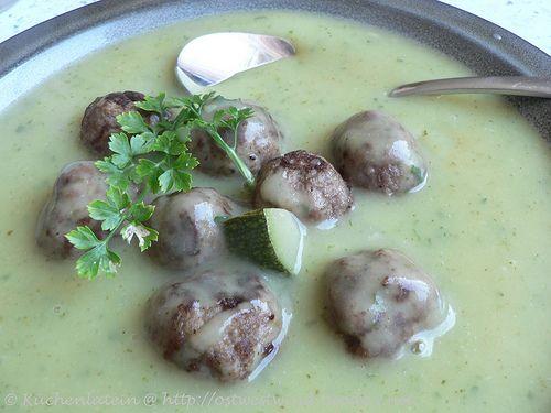 Suppe der Woche: Zucchini-Kartoffel-Suppe mit Hackbällchen - kuechenlatein.com
