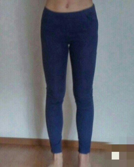 Granatowe spodnie rurki H