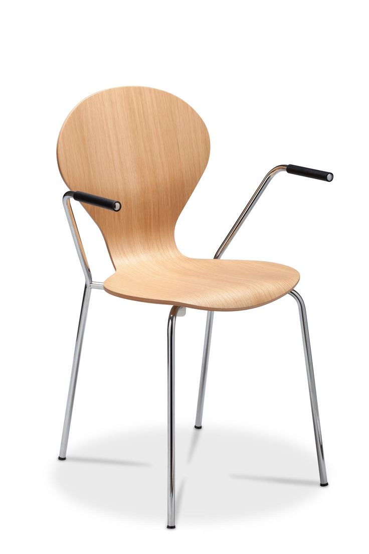 The Rondo chair is a classic Danerka chair, with more than 1 million units sold worldwide. Still 100% produced in Denmark the Rondo chair is among the essence of Danish furniture history. The Rondo family consists of the well know dining chair, barstools in two heights and a children's version in different heights corresponding to different age groups #danerka #designerfurniture #danishdesign