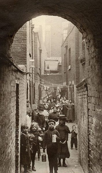 Spitalfields nippers: rare photographs of London street kids in 1901 – in…