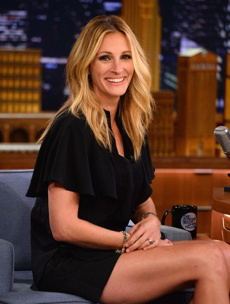 Julia Roberts Photos  - Julia Roberts Visits 'The Tonight Show' - Zimbio