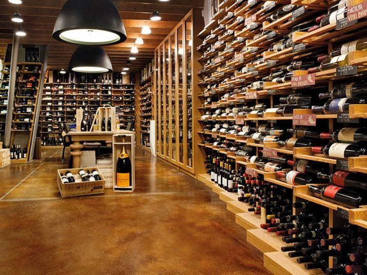 Betonová podlaha Nuvolato obarvená na hnědý odstín. / Concrete floor Nuvolato in brown color.  http://www.bocapraha.cz/cs/aktualita/50/beton-v-modernim-interieru-hyri-barvami-a-nenudi/