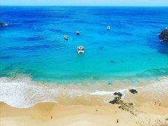 世間がリオオリンピックの話題で盛り上がっているので一度は行ってみたいブラジルのビーチを紹介します そのビーチとはバイアドサンチョと呼ばれる場所です 2015年にCNNが発表した世界のベストビーチで見事1位にランクインしたほどの美しさ こんなエメラルドグリーンの海で泳いでみたいな tags[海外]