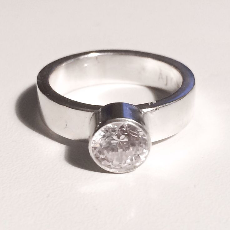 925 Sterling Silver ring with a 7mm white zircone by Angelart