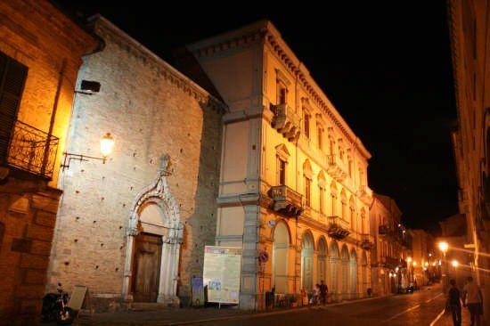 A soli 15 km dal Camping Village Lake Placid Silvi Marina ( te ) Abruzzo Italy si può raggiungere l'incantevole città d'arte Atri che ha origini antichissime (VII-V secolo a. C.)