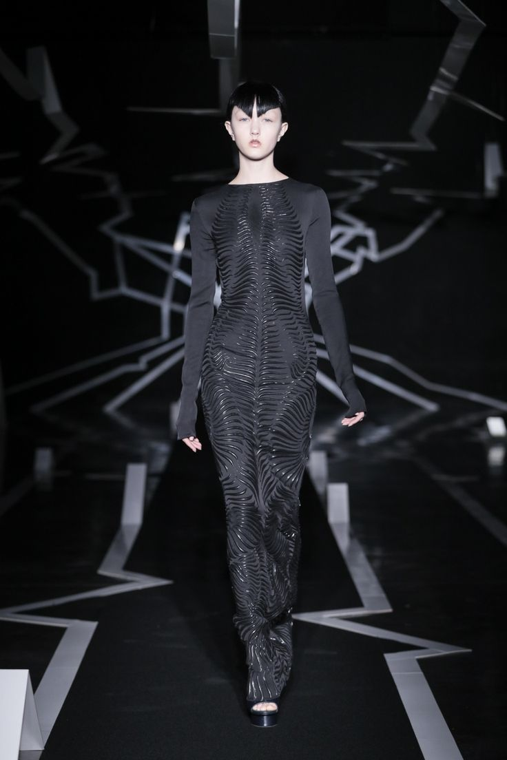 -Between the Lines- Dutch designer Iris van Herpen's new Couture collection presented in Paris on January 23rd 2017, explores the imperfection of systems and structure in both the physical and digital worlds. Iris van Herpen