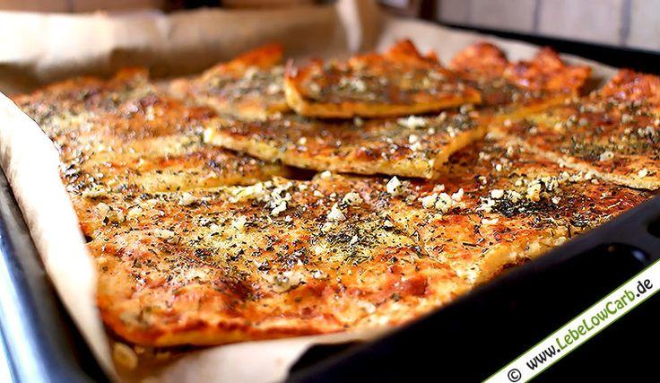 Low Carb und Pizza? Probiere unser glutenfreies und kohlenhydratarmes Low Carb Pizzabrot mit Knoblauch. Mandelmehl, Frischkäse, Flohsamenschalen, ... Bio Mandelmehl und weitere Zutaten findet Ihr wie immer in unserem Online Shop unter http://www.foodonauten.de/