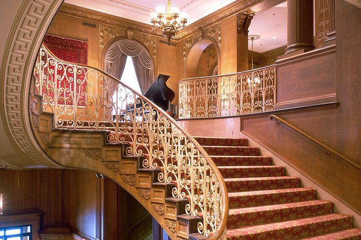 When it comes to luxury hotels in Seattle, the Fairmont Olympic Hotel is a crown jewel of the city that's storied in history and tradition.