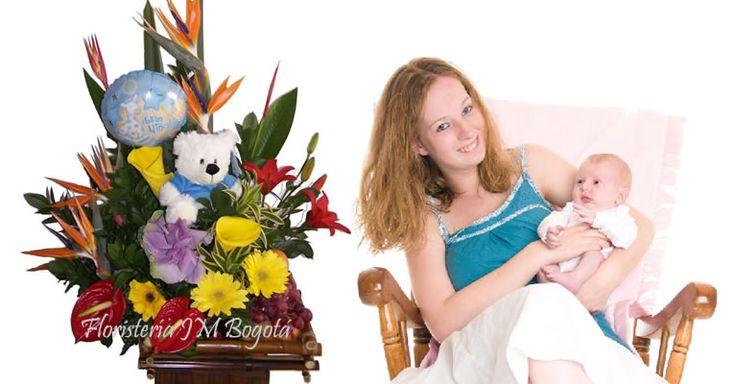 Cuando un bebé nace es, sin lugar a dudas, una experiencia muy especial.  Enviar una canasta de flores es una alegre forma de darle la bienvenida al mundo.Existen muchas opciones, pero si no sabe que hacer, puede ser confuso. Por eso a continuación algunos tips sobre cual elegir. ¿Qué Color? Lo usual es elegir, para las niñas, rosado y, para los niños, azul.  Si quiere salirse de las reglas, puede elegir púrpura y blanco para las niñas y rojo para los niños. USD$89