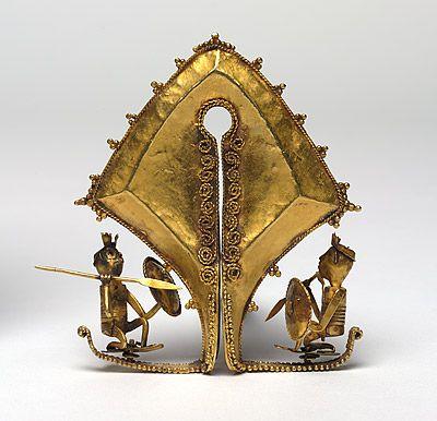 | Ceremonial ear pendant and sacred heirloom [mamuli]