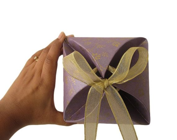 Gold print recycled paper gift boxes for favors