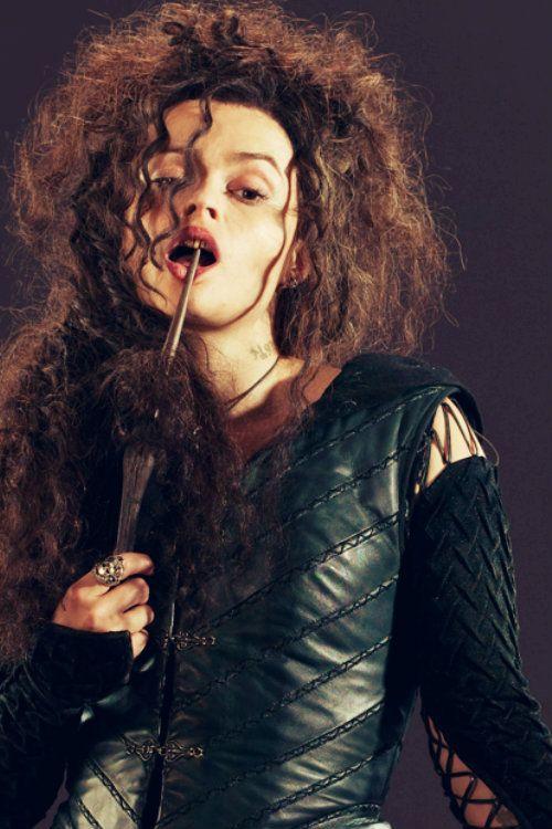 Uma deusa, uma louca, uma feiticeira!