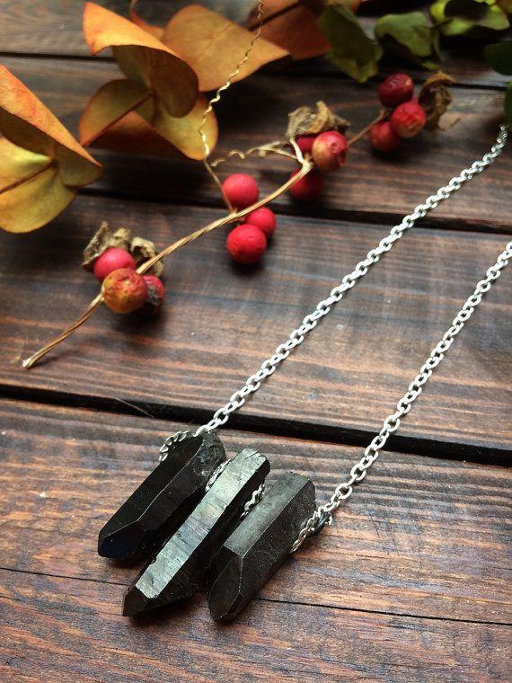 Zwarte kristal ketting - metalen crystal - zwart sieraden - donkere sieraden - wicca sieraden - witchy sieraden - donkere mode - goth sieraden