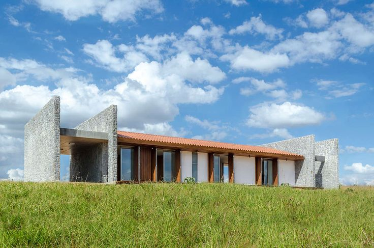 The house ER is situated 70km northwest of Brasília. It dates from 2008, at the time we were contacted to make a beautiful property in the…