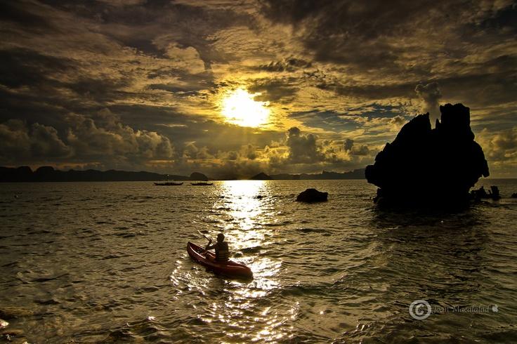 Sunset cruisin'    Lagen Island, El Nido Palawan, Philippines