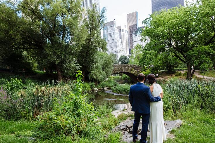 bride and groom by Gapstow Bridge, Central Park