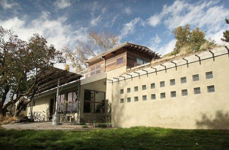 Terapkan Pembangunan Gedung Hijau, Pemerintah Pilih 3 Kota Ini | 07/05/2015 | Pada Peraturan Menteri (Permen) Pekerjaan Umum dan Perumahan Rakyat (PUPR) nomor 02/PRT/M/2015 tentang Bangunan Gedung Hijau, pemerintah akan menerapkan pembangunan gedung yang ramah lingkungan.Guna menerapkan ... http://propertidata.com/berita/terapkan-pembangunan-gedung-hijau-pemerintah-pilih-3-kota-ini/ #properti #rumah #investasi #surabaya #bandung