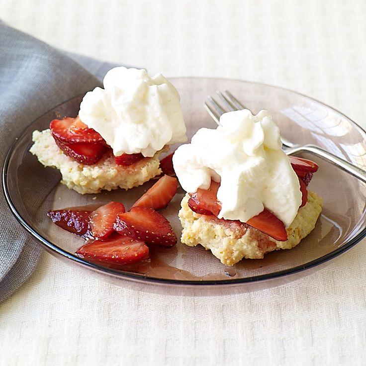 Strawberry Shortcake with Strawberry Sauce | Weight Watchers
