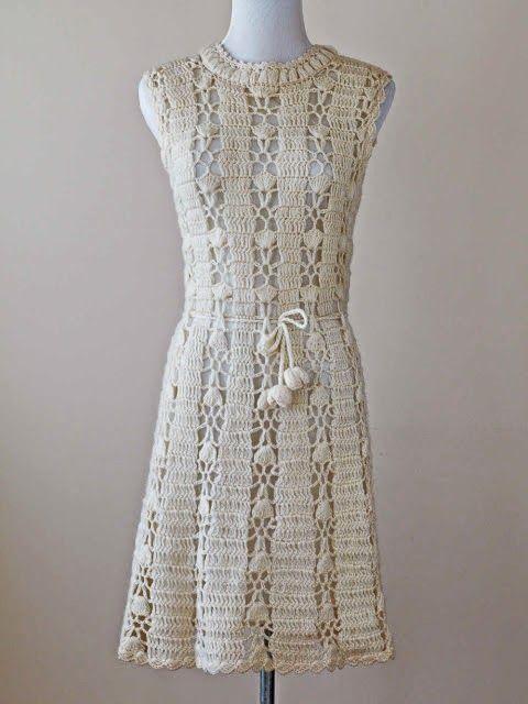 Lindo modelo de vestido em crochê com gráfico sugerido para o ponto. ...