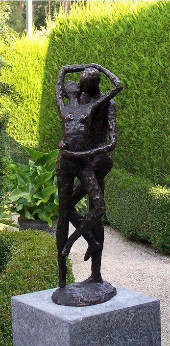 Sundir Zoenend Liefdespaar tuinbeeld