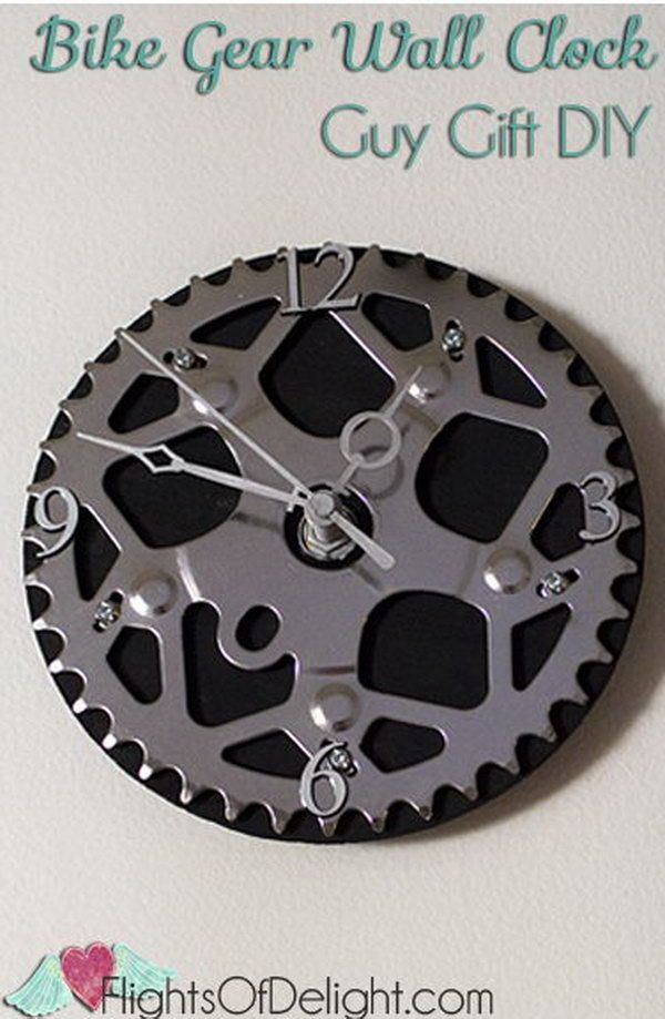 This DIY bike gear wall clock makes a unique gift for anyone who is a bicyclist. http://hative.com/diy-wall-clock-ideas-for-decoration/