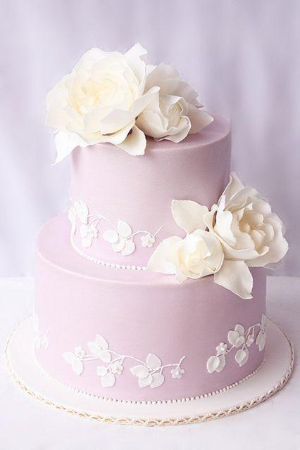 Hübsche lila Hochzeitstorte  – Reception