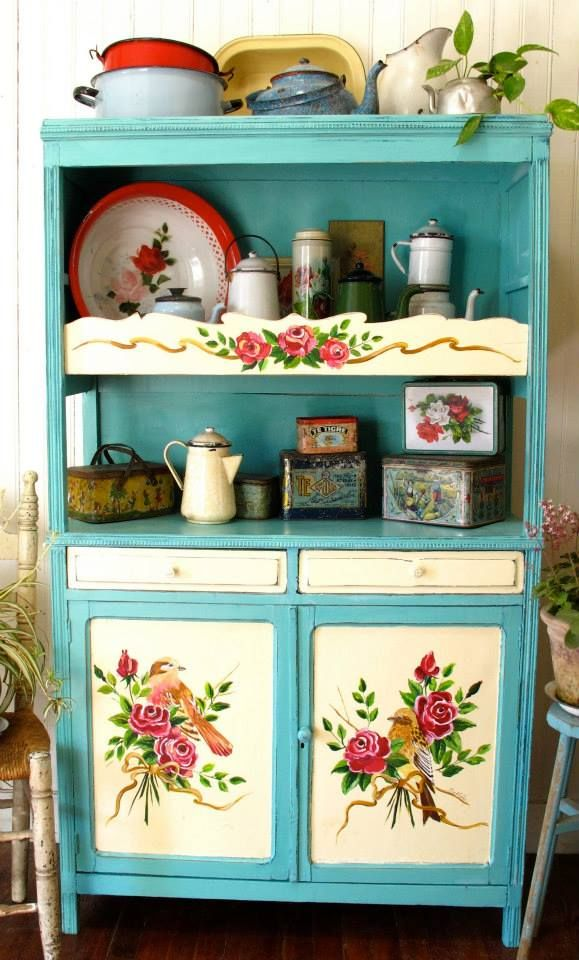 love this gorgeous hand-painted hutch  Aparador de campo: Las Vidalas