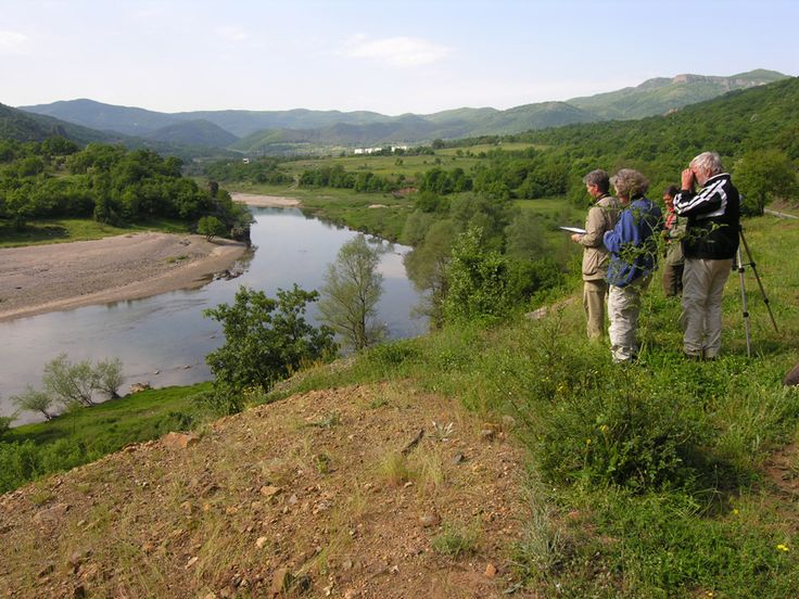 Op veler verzoek hebben we voor 2015 een vogelreis naar Bulgarije geregeld. Het doel van de reis is om op zo veel mogelijk plekken vogeltellingen uit te voeren en tegelijk wat van de natuur en de cultuur van Bulgarije te proeven. We reizen met een busje. Onderweg stoppen we om wandelingen van ongeveer een halve dag te maken. Periode 30 april t/m 8 mei 2015. Een gedetailleerd reisprogramma vind je op: http://www.thehabitatfoundation.org/nl/content/vogelreis-naar-bulgarije-2015