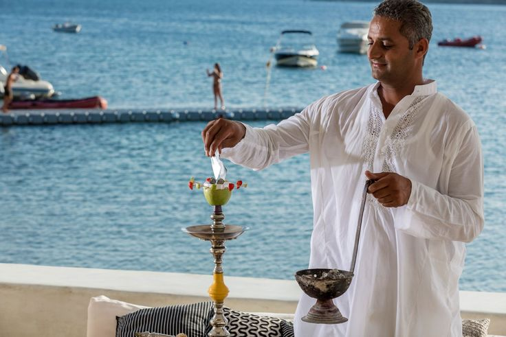 We really enjoy a nice hookah session by the sea. In combination with a cold beer, a refreshing cocktail or any beverage of your choice you can relax and enjoy life at Pasaji Mykonos! #PasajiMykonos #Pasaji #Mykonos #OrnosBeach #Ornos #Summer #GreekSummer #Restaurant #MykonosRestaurant #MykonosBar #MykonosFood #Greece #Cyclades #Cocktails