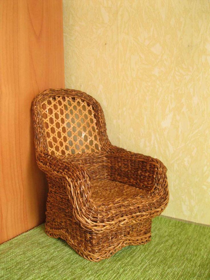 Paper wicker armchair for 1:5 dolls/Плетеное кресло для кукол. Высота 24 см