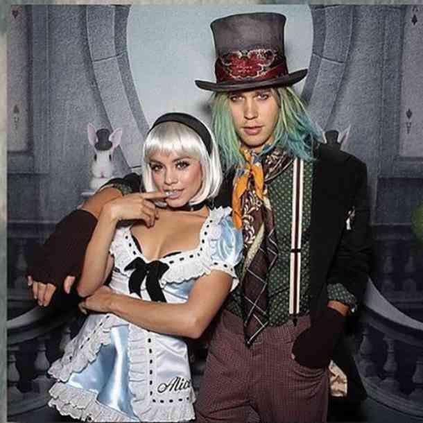 Alice In Wonderland And The Mad Hatter Halloween Couples Costume Hallowe Celebrity Halloween Costumes Cute Couple Halloween Costumes Crazy Halloween Costumes