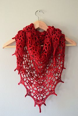 This red shawl is simply stunning so I just had to share it!  I found it while browsing Ravelry. It's the Elise Shawl by Evan Plevinski. Click on the Ravelry link for the free pattern.