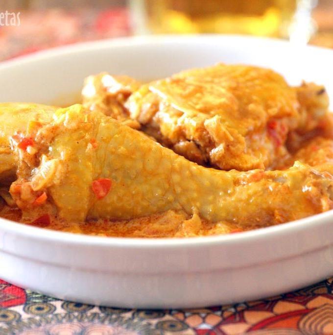 Una receta sencilla y rápida, muy típica italiana, de la zona de la Toscana (pollo alla cacciatora). El pollo queda muy jugoso y la salsa de tomate con apio y zanahoria está muy rica. Una de las cosas que más me gustan es el pollo guisado, con tomate, con salsa, con casi cualquier cosa. Y...Leer más »