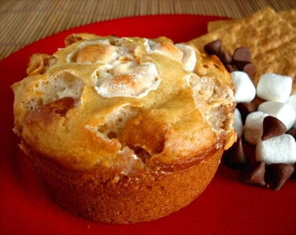 S'more Muffins. Photo by Marg (CaymanDesigns). I've had some excellent ones from Tom Thumb and I wonder if I can recreate them. Mini chocolate chips seem more appropriate, though.