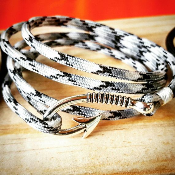 Check out this item in my Etsy shop https://www.etsy.com/listing/484542298/black-and-white-camo-paracord-fishhook