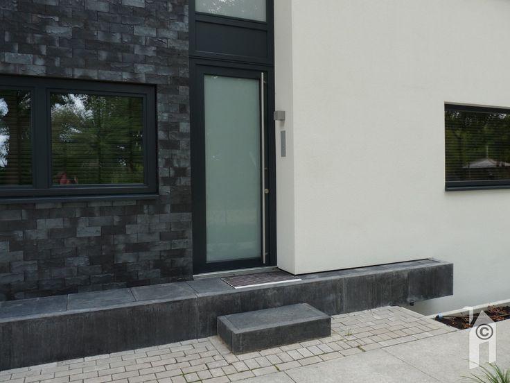 Detail van de voordeur.