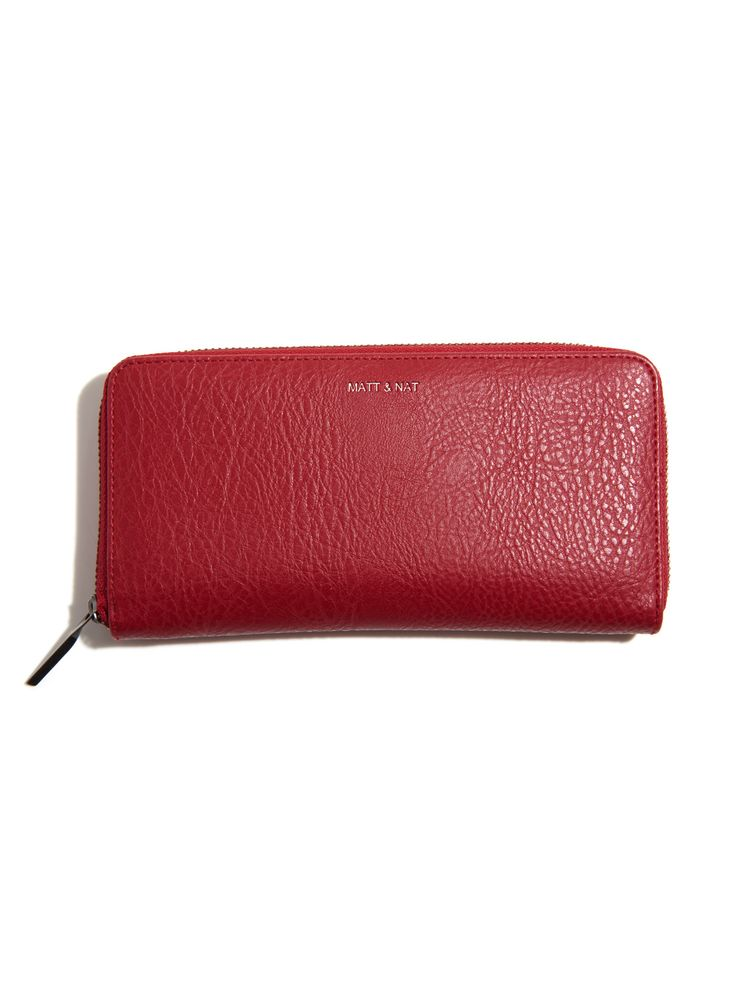 Committed to not using leather and finding sustainable alternative materials, Montreal based accessories brand Matt and Nat merge doing good and looking good. The Bordeaux Central Wallet is a chic everyday staple made with soft, smooth vegan leather and lined with 100% recycled plastic bottles. With 15 card slots, 2 bill compartments and a zippered coin pocket, you can keep everything you need in one place. #holiday #gift #gifting
