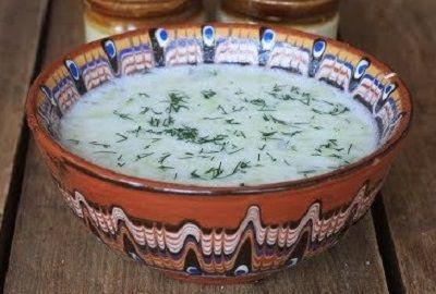 Tarator (koude Bulgaarse soep met komkommer en venkel)