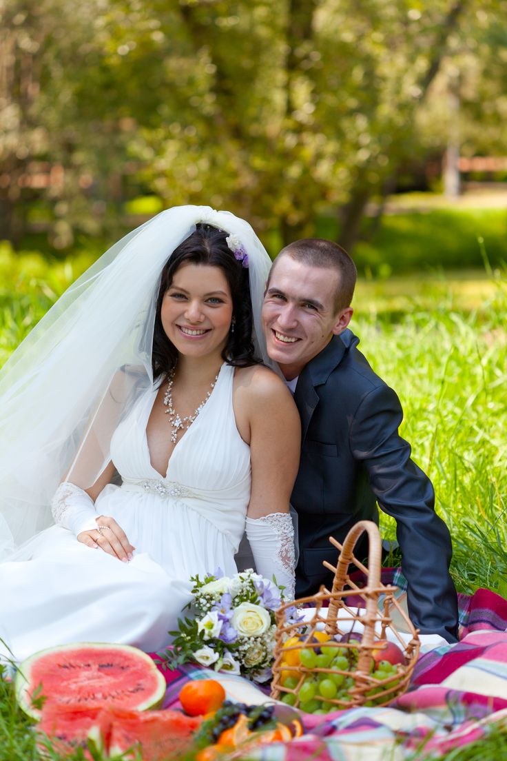 How to Plan a Picnic Wedding