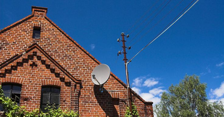 Como usar um divisor com TV via satélite. Se você tem um serviço de TV via satélite, mas deseja conectar múltiplos receptores em uma antena parabólica, você pode resolver este problema com um divisor de satélite. Este é um dispositivo muito simples, que recebe o sinal transmitido a partir de um cabo coaxial RF, permitindo que você envie para vários receptores conectados por cabos ...