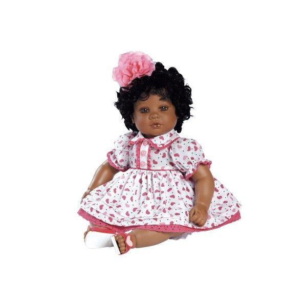 Deze donkere Adora peuterpop heeft mooie bruine ogen en echte wimpers. Ze heeft prachtig zwart krullend haar en ruikt heerlijk naar baby poeder. Ze draagt schattige kleertjes met een bijpassende bloem in het haar. Ze is ruim 50 cm groot.Een lieve pop om eindeloos mee te spelen.Leeftijdsadvies:3