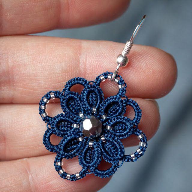 Fleur du bracelet de Corina Meyfeldt avec anneau fendu au centre.