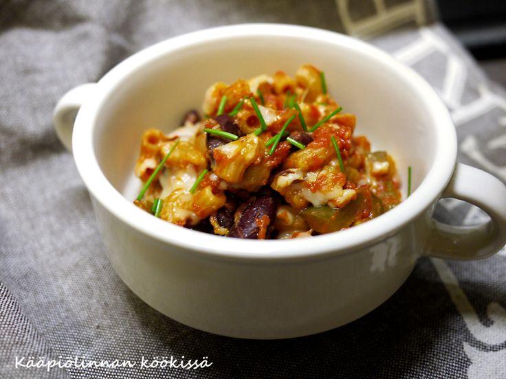 Kääpiölinnan köökissä: Hurmuri-Okenin chili-pastapannu pavuilla