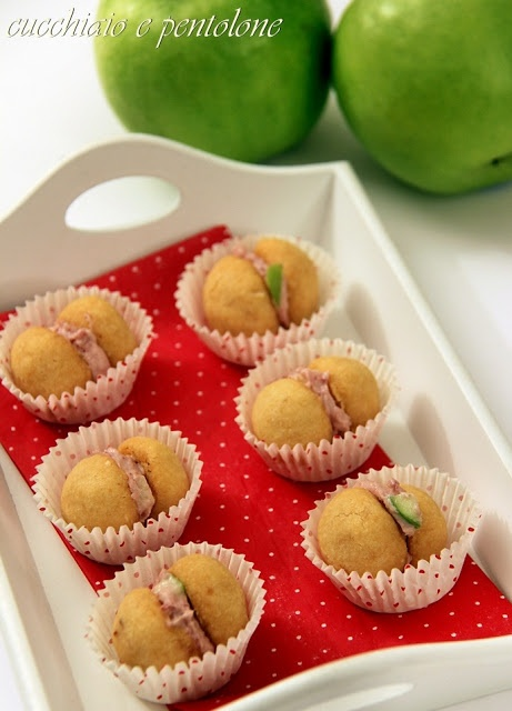 baci di dama salati con mousse di bresaola e mela verde #recipe #juliesoissons