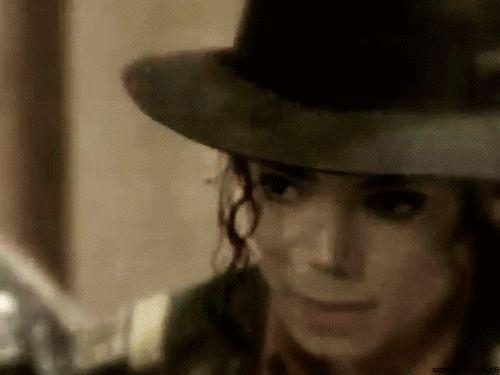 Você é perfeito pra mim...    Ah, os teus olhos castanhos…  Entorpecem minha mente.