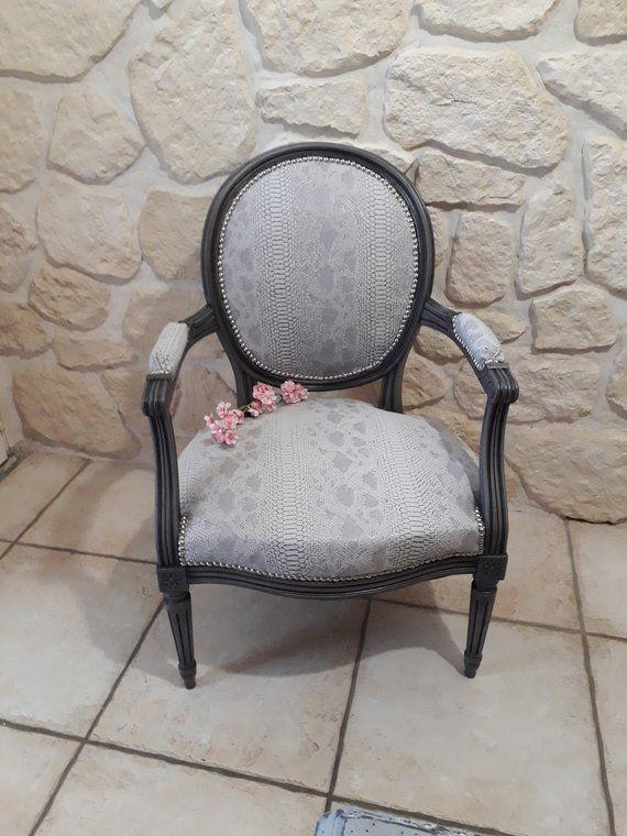 Fauteuil Louis Xvi Relooke Et Patine A L Ancienne Louis Xvi Furniture Hand Painted Country Decor