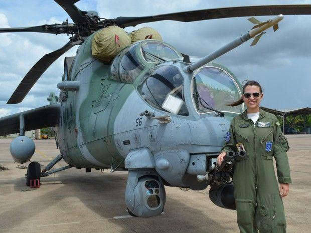 2ª tenente, Vitória Bernal, tem seis anos de militarismo e pilota helicóptero de guerra (Foto: Ísis Capistrano/ G1)