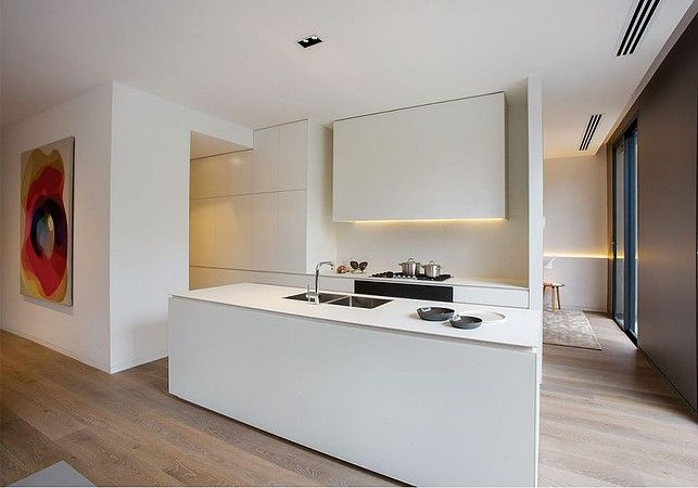 White kitchen counter top ideas with Maximum porcelain slabs. Cape Town